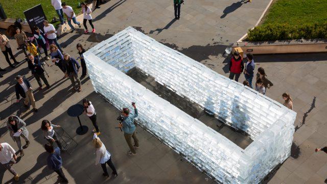 Fluids-Navarra-happening-realizado-en-la-explanada-del-Museo-Universidad-de-Navarra.-MANUEL-CASTELLS-7.jpg