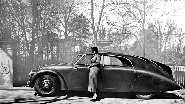 French-advertisement-1934-for-the-Tatra-77.jpg